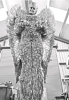 PressReader The Borneo Post Sabah Knife Angel - Artist makes angel sculpture from more than 100000 confiscated weapons