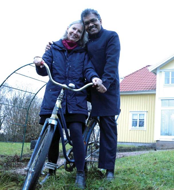64d02f43da2 ann-Charlotte von schedvin och Pradynmna Kumar Mahanandia träffades i indien  i mitten på 70-talet, sedan dess har de hängt ihop.