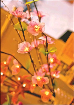Cleaning silk flowers choice image flower decoration ideas pressreader the herald south africa 2012 04 21 cleaning blooming pretty silk flowers are easy to mightylinksfo